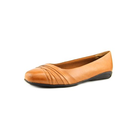 8a21435c49 Walking Cradles Womens Flick Closed Toe Ballet Flats