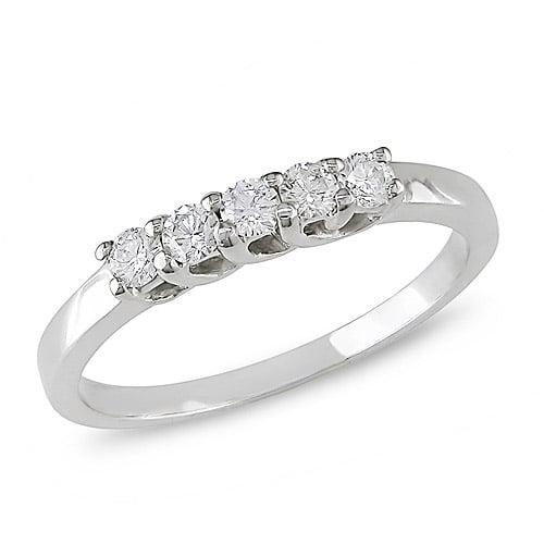 1/6 Carat T.W. Diamond Five-Stone Wedding Band in 10kt White Gold