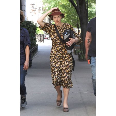 Kate Winslet On Location Film Shoot For Mildred Pierce Film Shoot 95Th Street And 5Th Avenue New York Ny May 4 2010 Photo By Kristin CallahanEverett Collection Celebrity