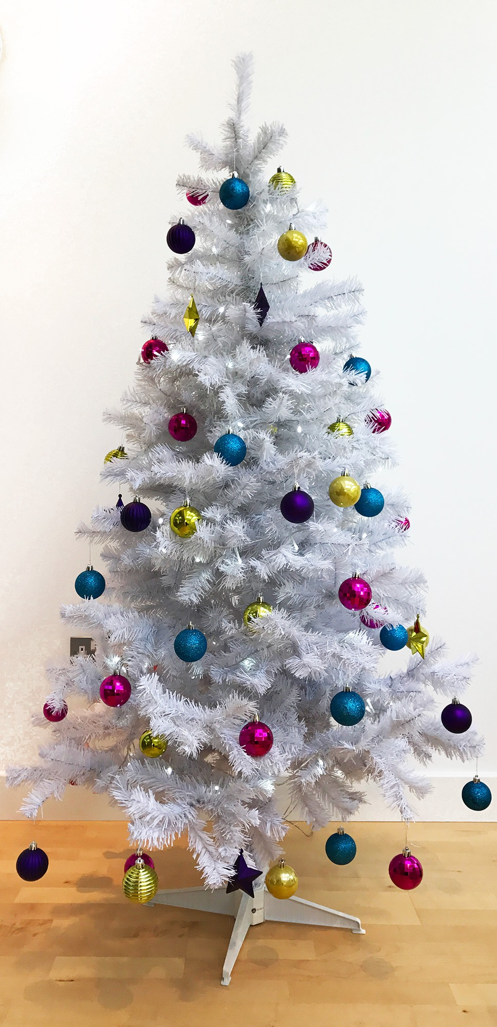 Homegear 6FT Artificial White Christmas Tree Xmas Decoration