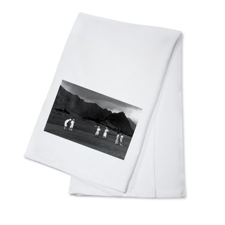 Linen Cotton Club - Honolulu, Hawaii - Golfers Playing at Country Club Photograph (100% Cotton Kitchen Towel)