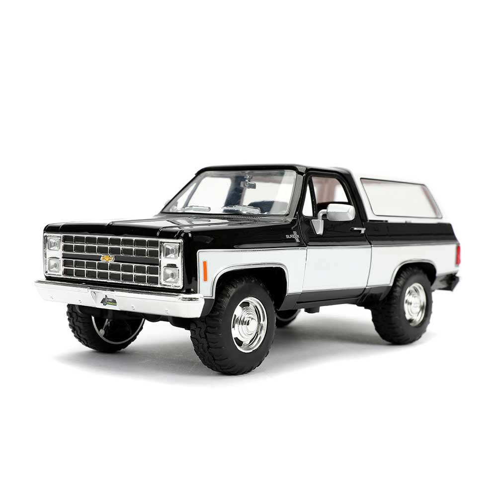 1:24 jada chevrolet blazer with SoftTop 1980 flatblack//White