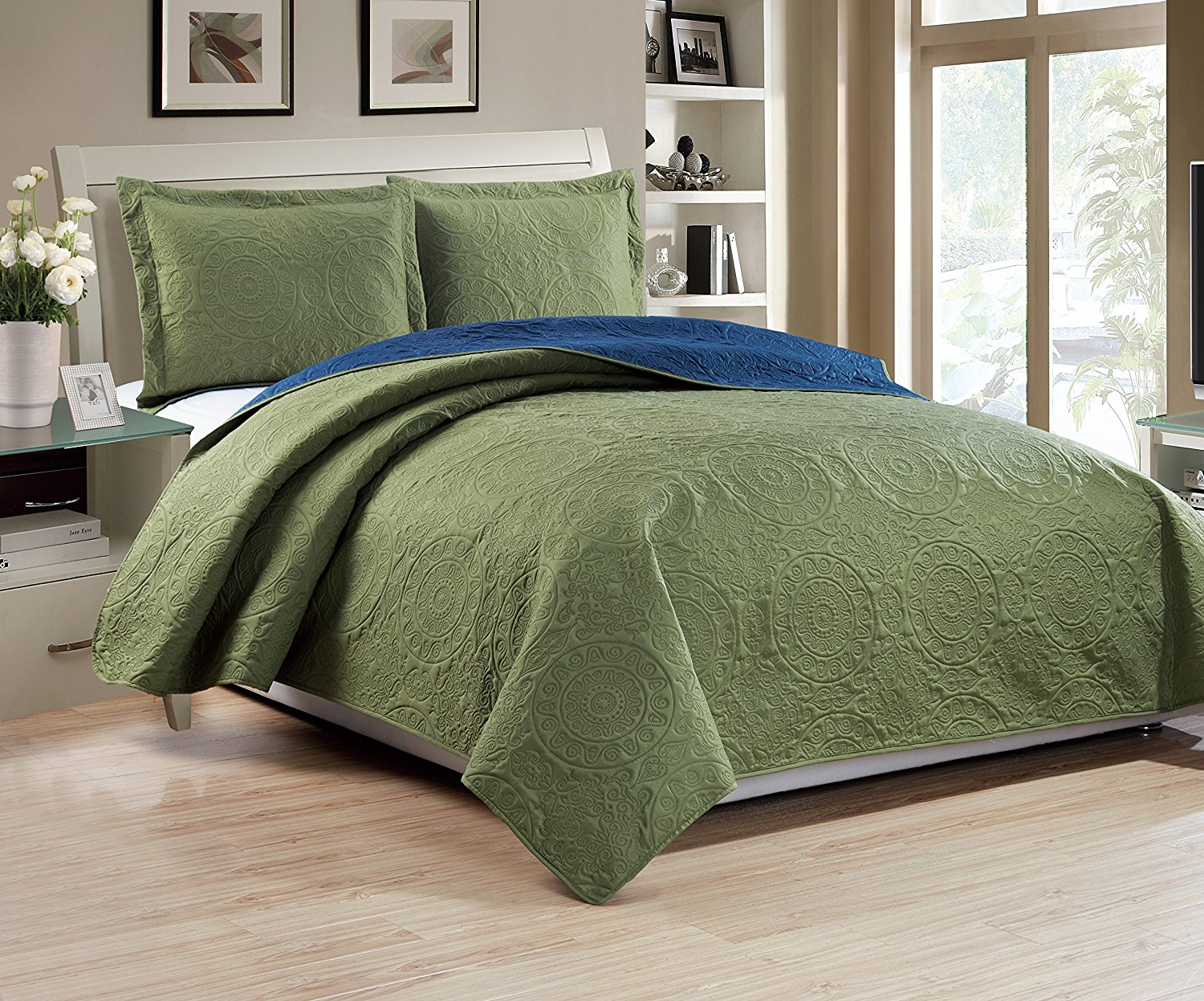 Woven Trends Medallion Collection Two-Tone Reversible 3-Piece Quilt Set Bedspread Coverlet by Woven Trends