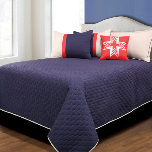 Hallmart Collectibles Collin Coverlet Set