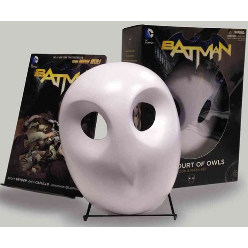 Batman: The Court of Owls Book & Mask Set