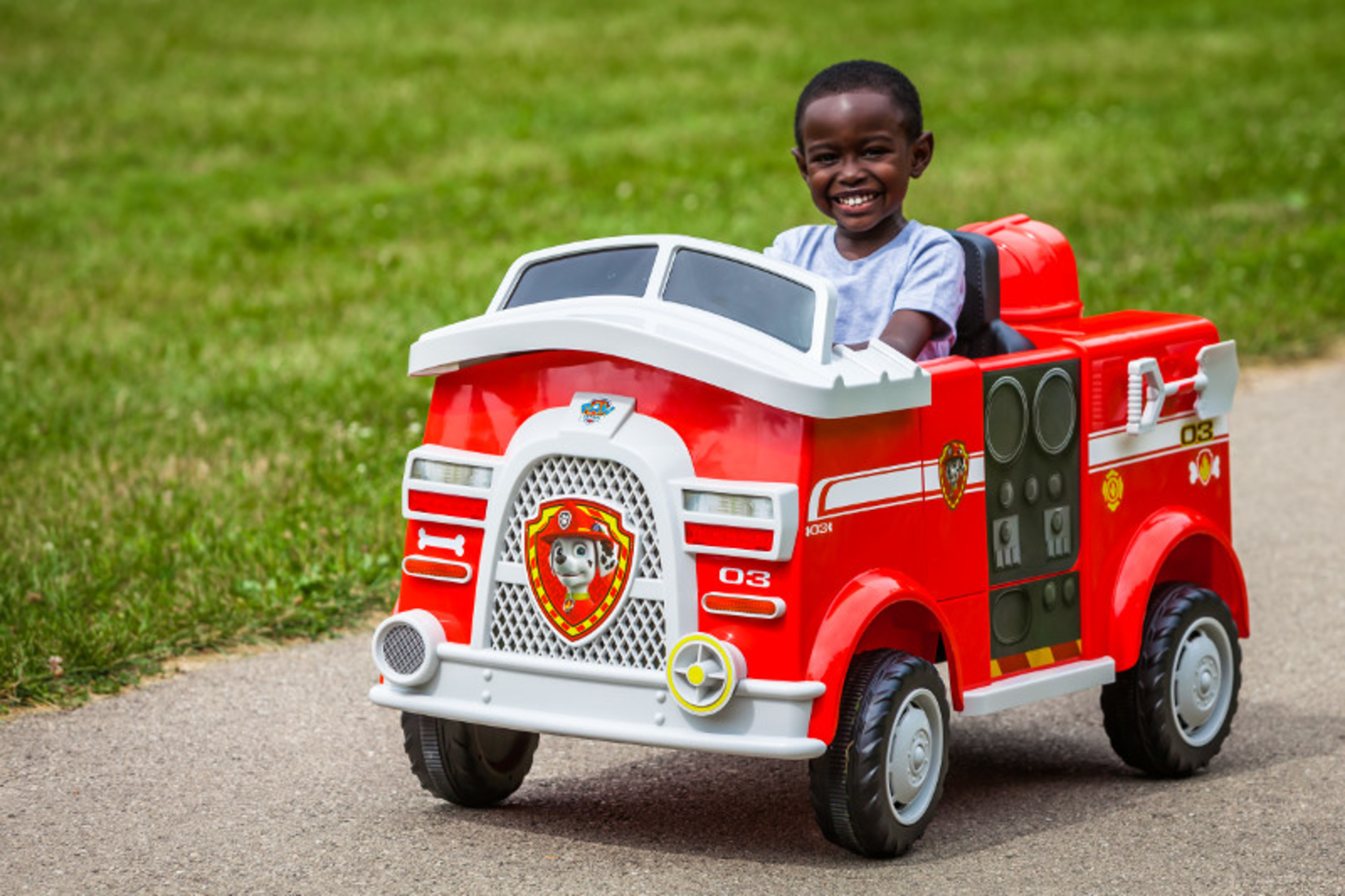 Paw Patrol Fire Truck 6 Volt powered Ride On Toy by Kid Trax, Marshall rescue