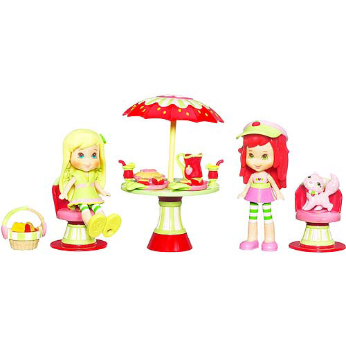 Strawberry Shortcake Picnic in the Petals Play Set