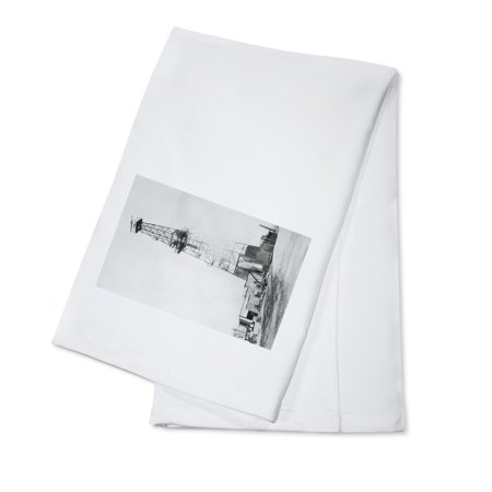 Coalinga, California - View of a Oil Drill and Well (100% Cotton Kitchen Towel)