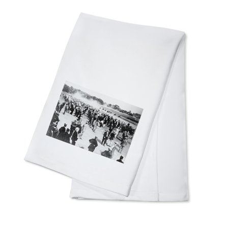 Horse Racing Photo (Horse Racing in Saratoga Photograph (100% Cotton Kitchen)