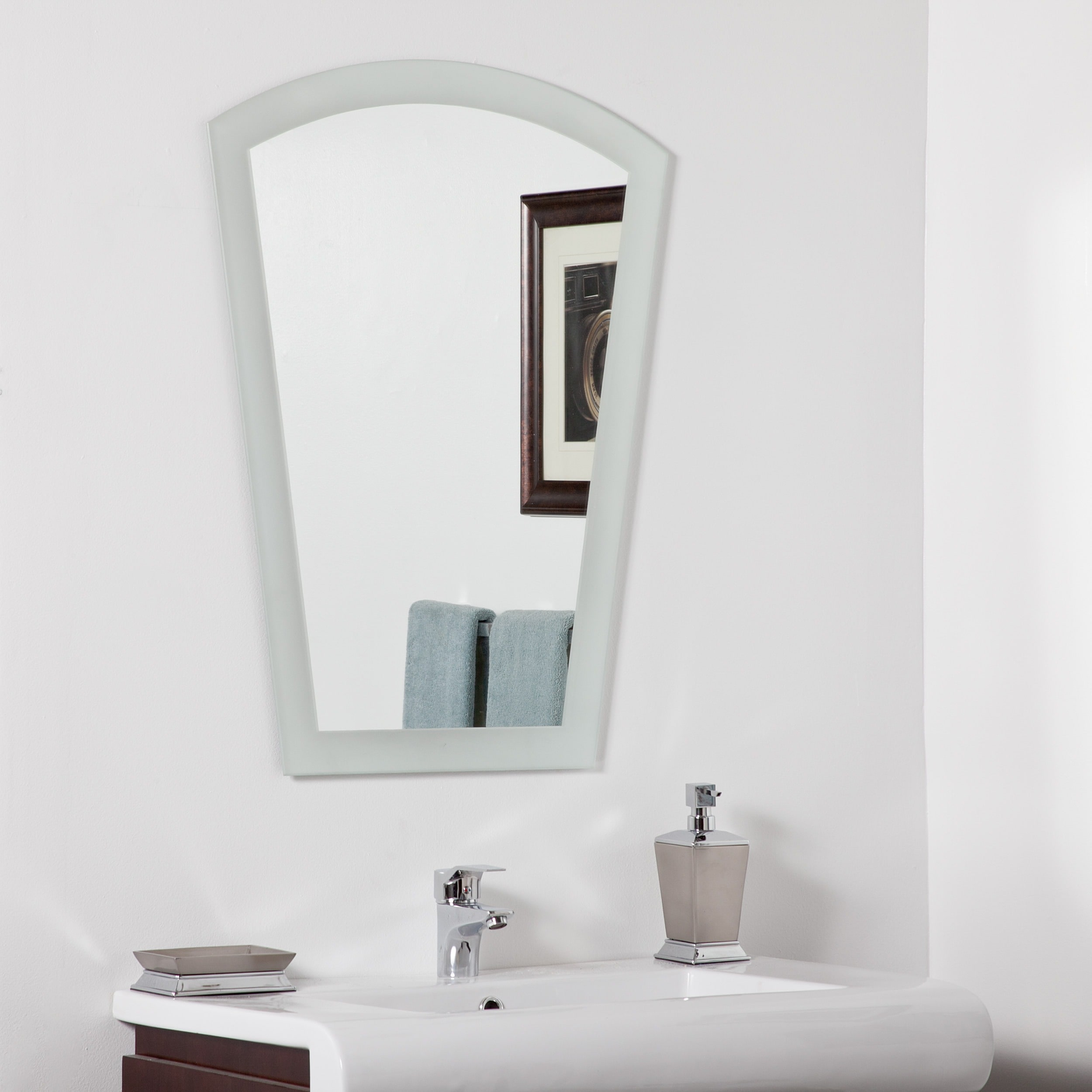 Decor Wonderland Gabrielle Modern Bathroom Mirror by Overstock