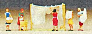 Preiser Women Hanging Washing