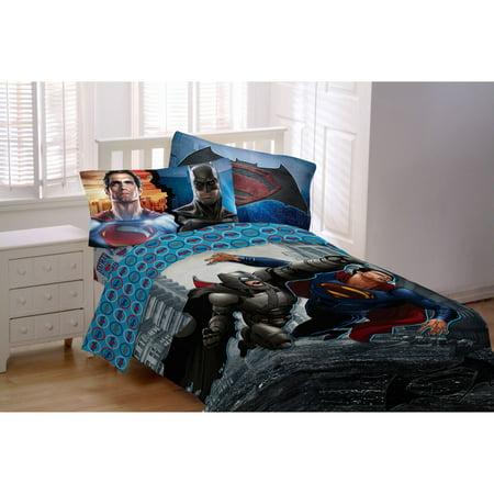 batman vs superman world 39 s finest reversible twin full comforter. Black Bedroom Furniture Sets. Home Design Ideas