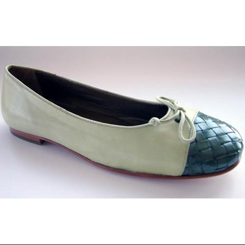 Tommy Bahama Womens St. Croix Cap Toe Flats Shoes by Tommy Bahama R&R Holdings, Inc.