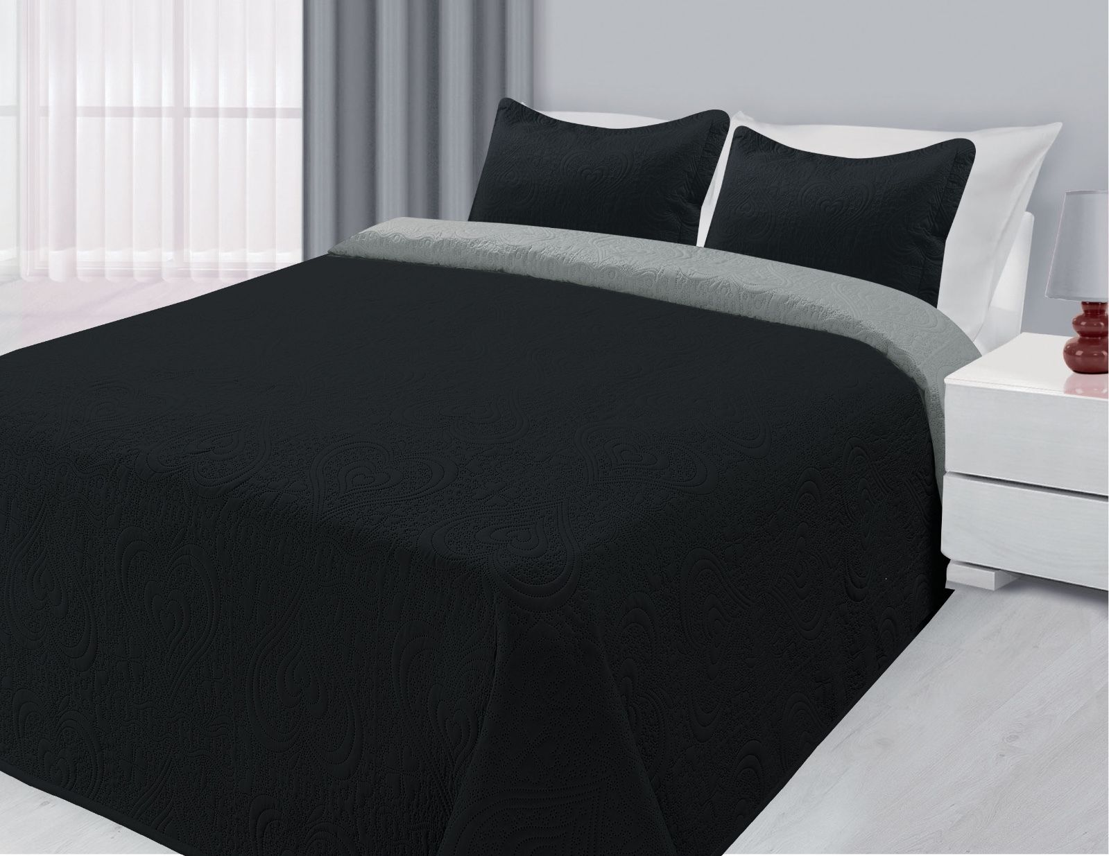 Click here to buy 3-Piece Reversible Quilted Bedspread Coverlet Black & Silver King Size.