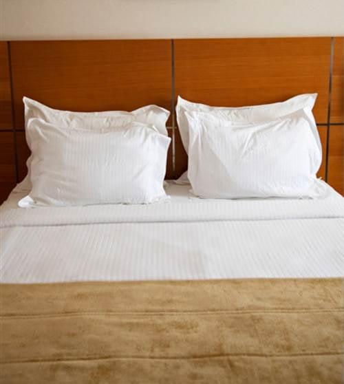 6-Pc Duvet Cover Set in White Stipes Hotel Line