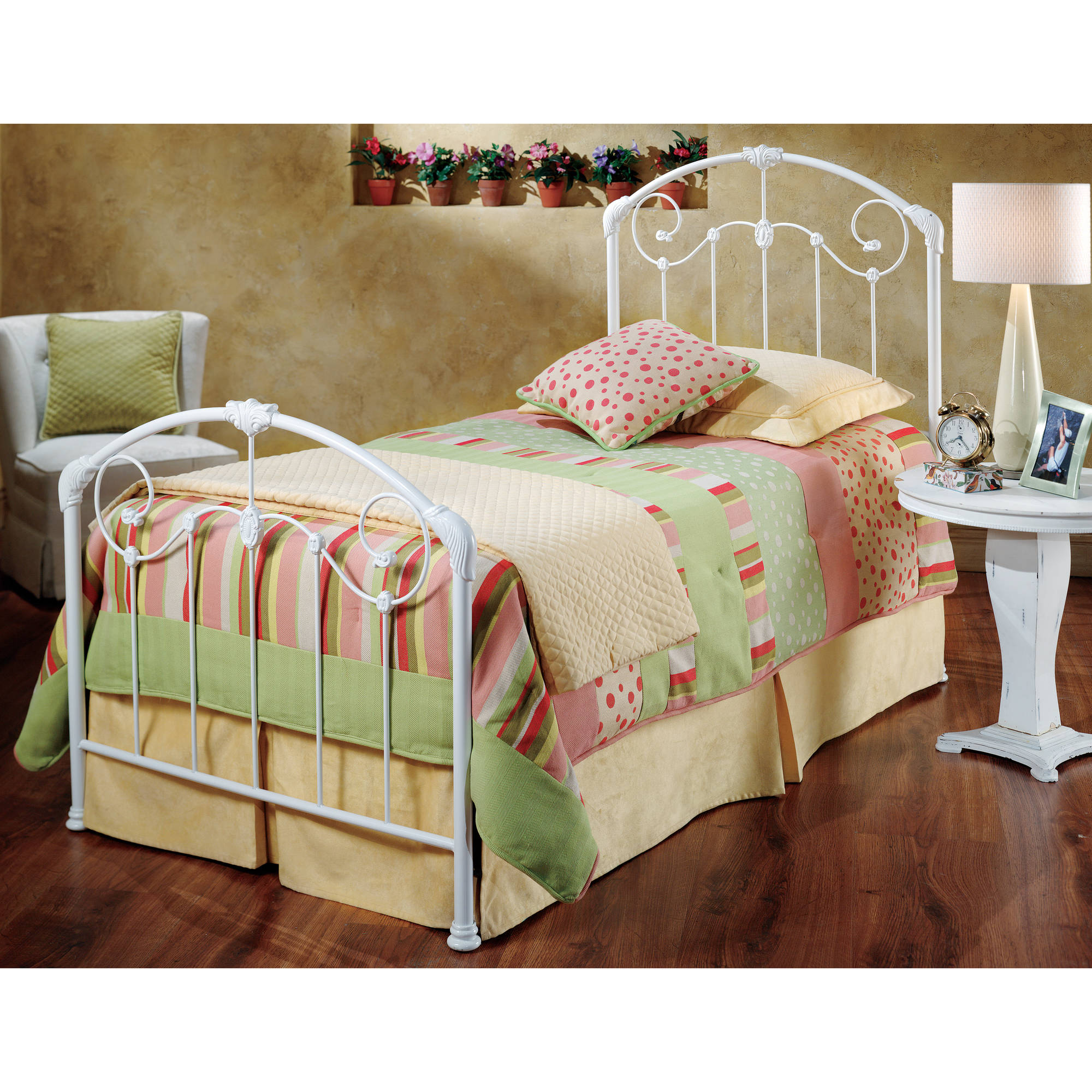 Hillsdale Furniture Maddie Twin Bed with Bedframe