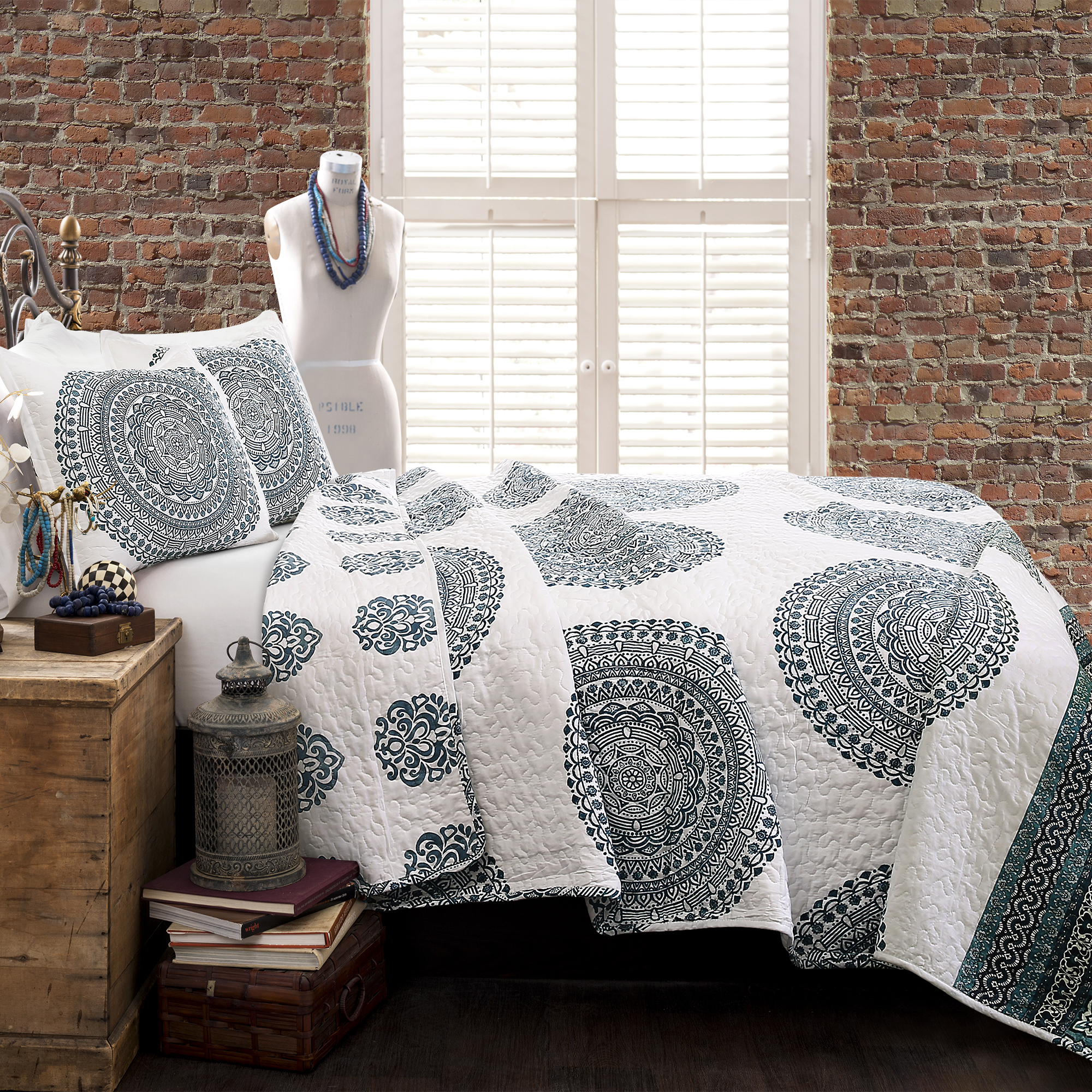 Shaila Medallion Quilt Blue 3Pc Set Full Queen by Triangle Home Fashions