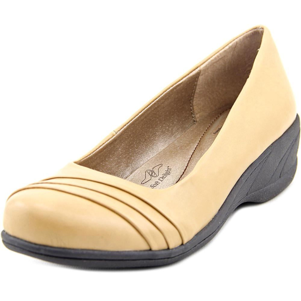 Soft Style by Hush Puppies Easy To Pleats  N/S Round Toe Synthetic  Loafer