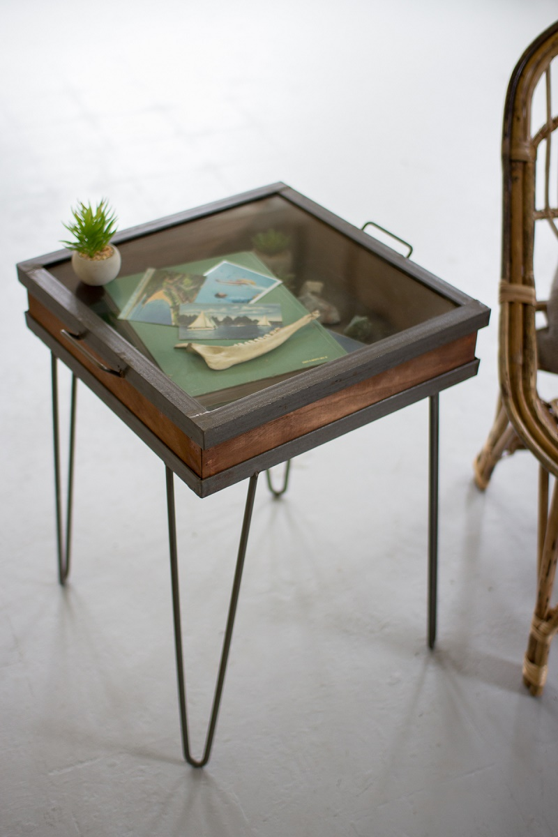 Charmant Vintage Display Showcase End Table With Glass Top Over Shadow Box  Compartment
