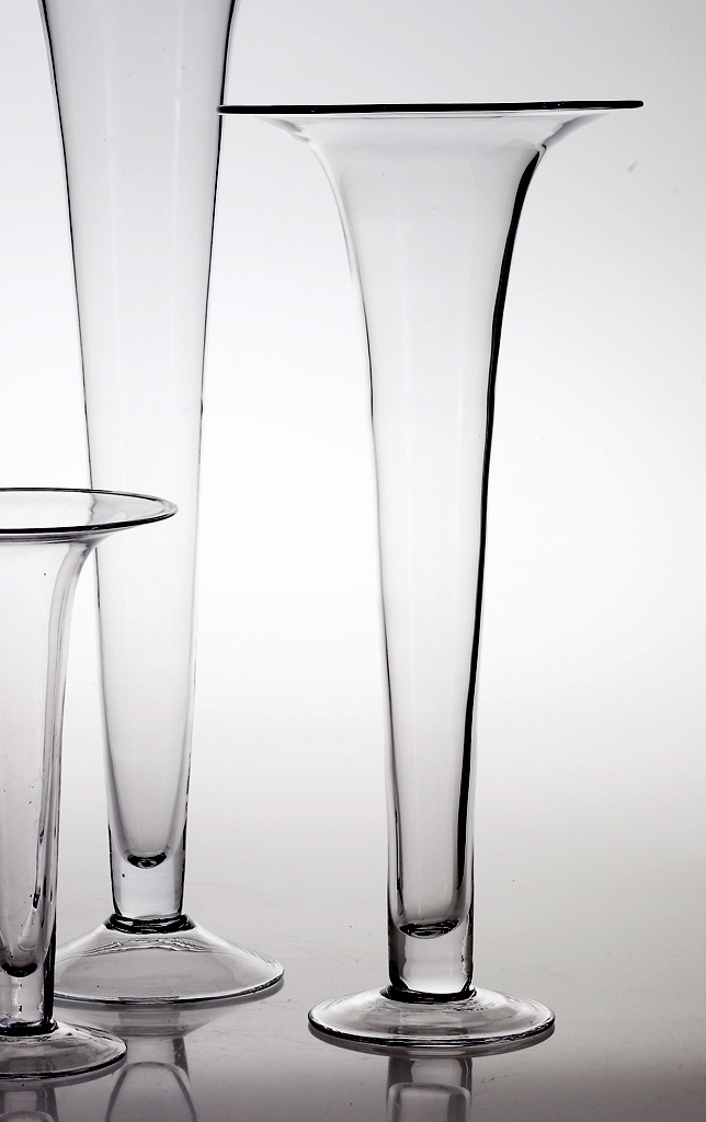Tall Glass 23in Trumpet Vases 105in Wide At The Top Has A 55in