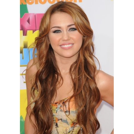 Miley Cyrus At Arrivals For Nickelodeons 24Th Annual Kids Choice Awards   Arrivals Rolled Canvas Art     8 X 10
