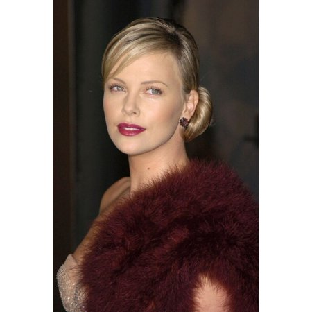 Charlize Theron At Arrivals For Aeon Flux Premiere The Arclight Hollywood Cinerama Dome Los Angeles Ca December 01 2005 Photo By David LongendykeEverett Collection Celebrity