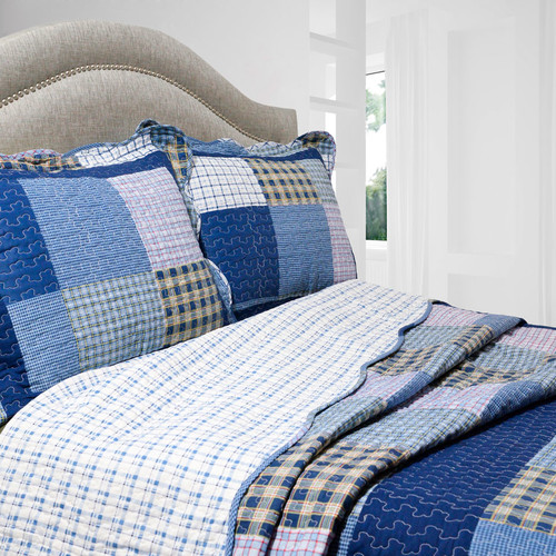 Pegasus Home Fashions Vintage 3 Piece Reversible Quilt Set in Mulberry