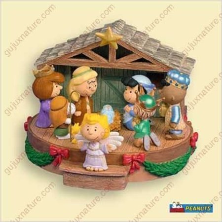 hallmark that's what christmas is about, charlie brown ornament with sound - the peanuts gang ()