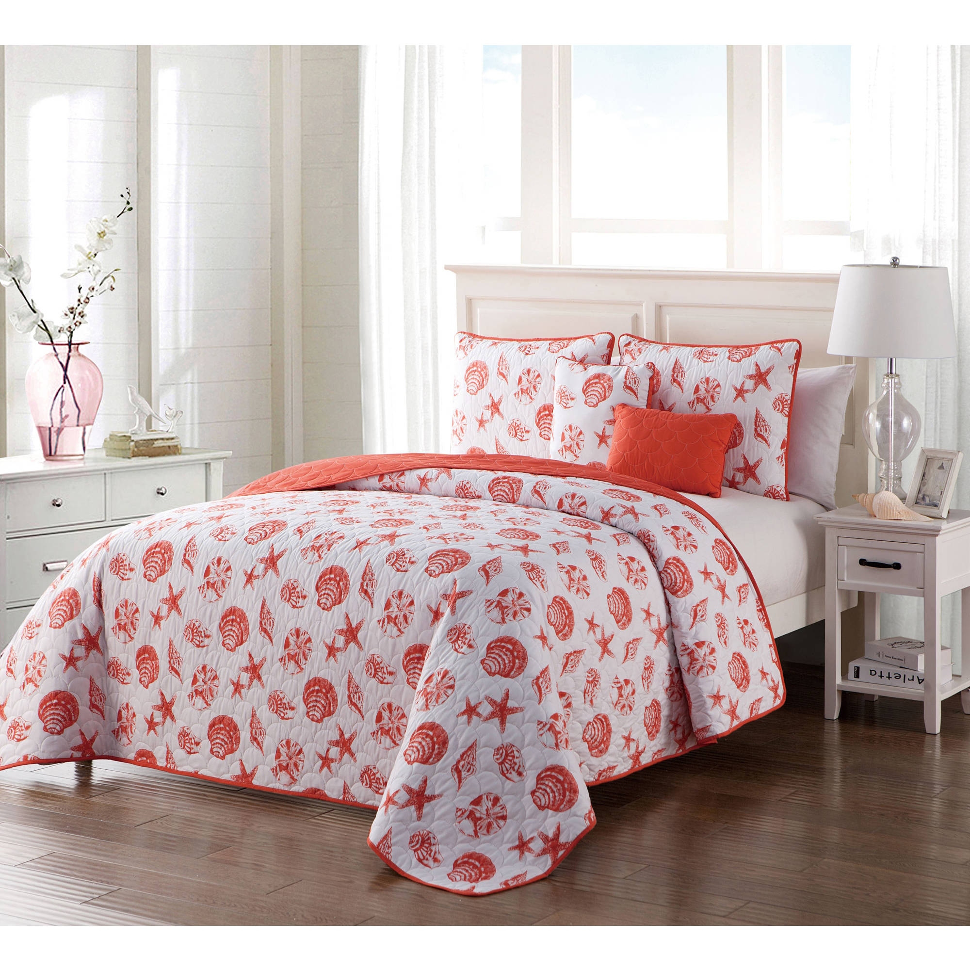 VCNY Home Coastal-Inspired Seashell 4/5 Piece Marco Inspired Reversible Bedding Quilt Set, Decorative Pillows Included
