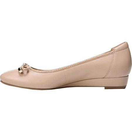 a50fa99f4cd6e Naturalizer Womens Dove Leather Closed Toe Wedge Pumps