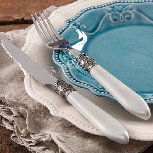 The Pioneer Woman Cowgirl Lace 16-Piece Flatware Set, Pearlized Handle