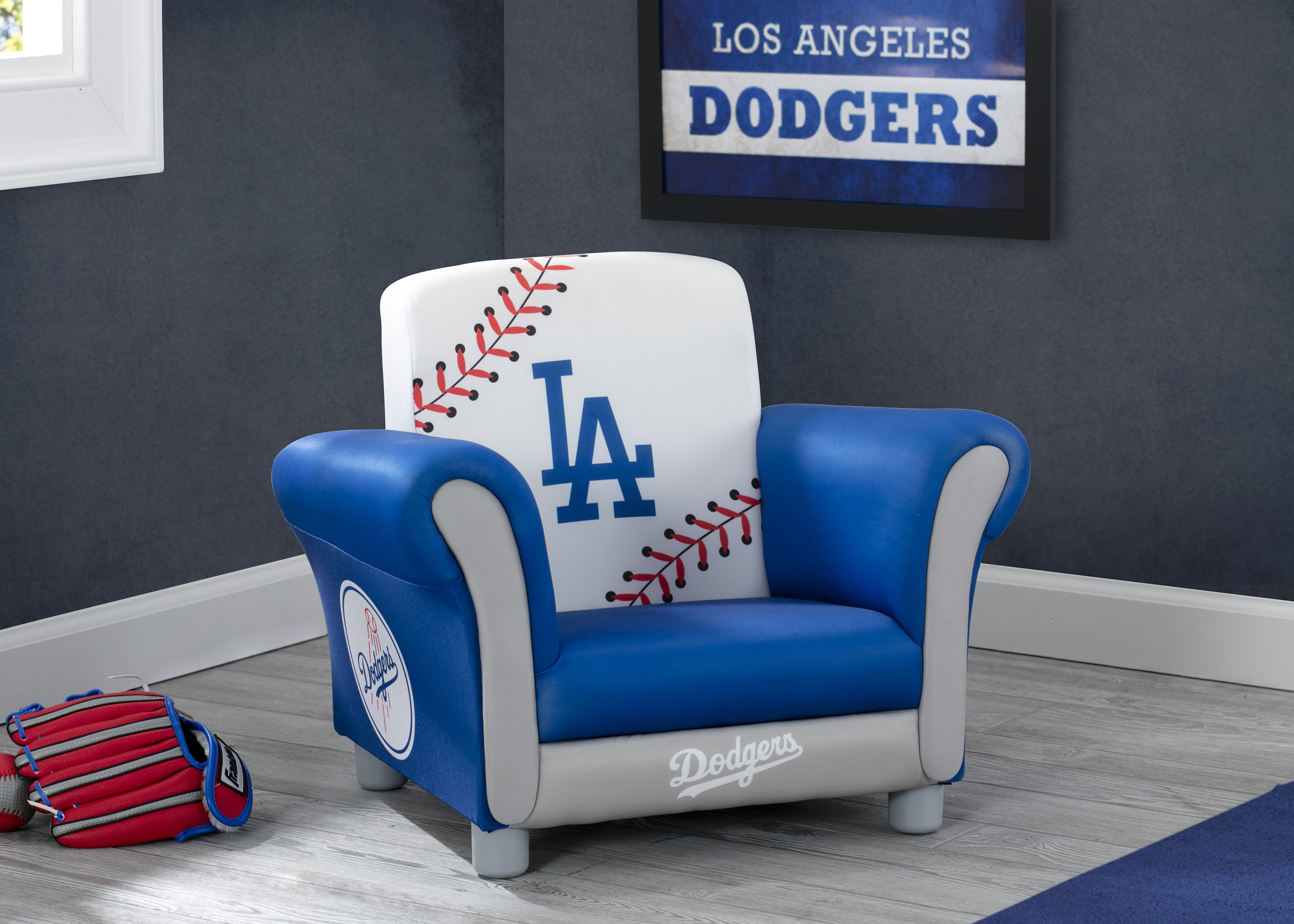 1d9b4ac20021 MLB Los Angeles Dodgers Kids Upholstered Chair by Delta Children -  Walmart.com