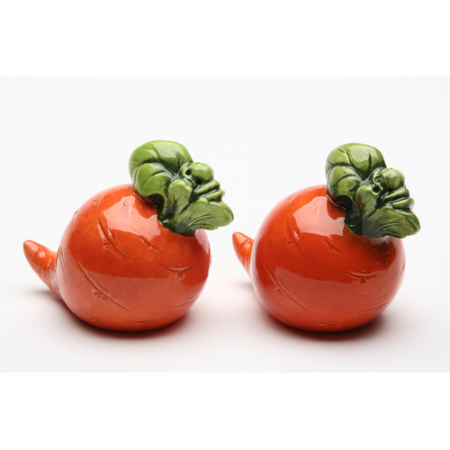 Cosmos Gifts Carrot Salt and Pepper Set