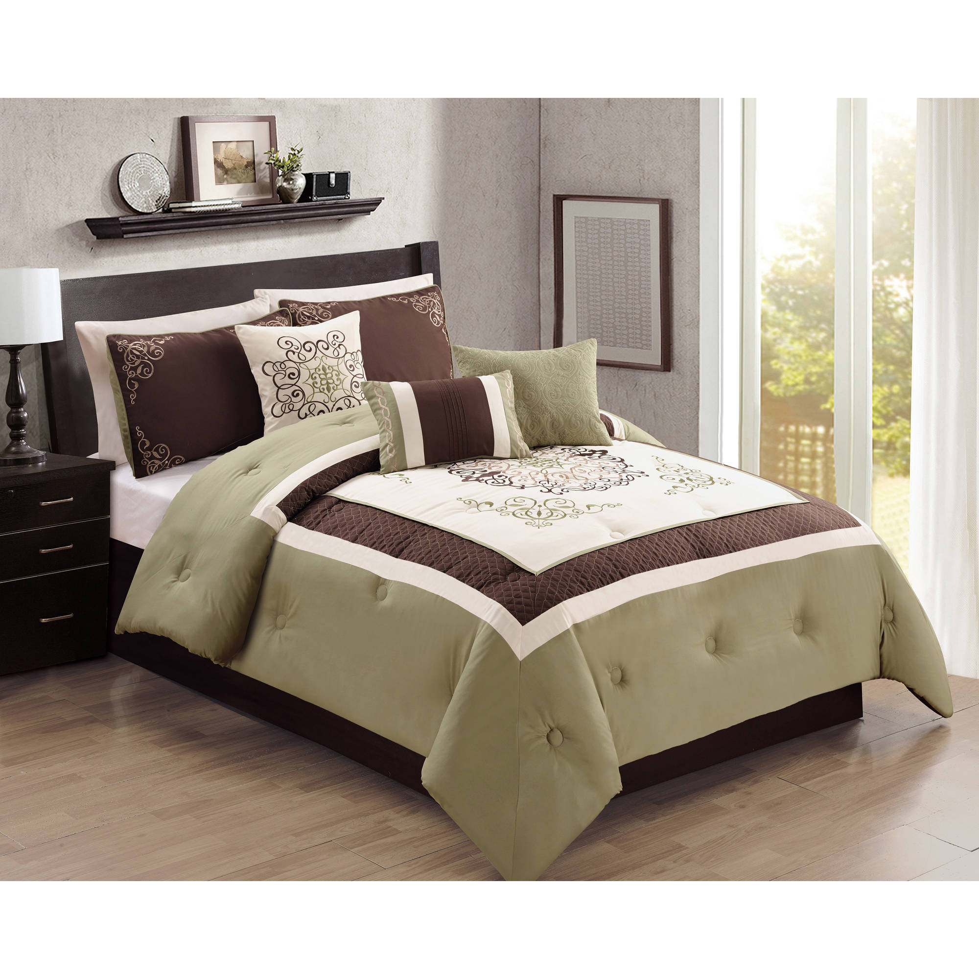 Better Homes and Gardens 7-Piece Traditional Medallion Bedding Comforter Set