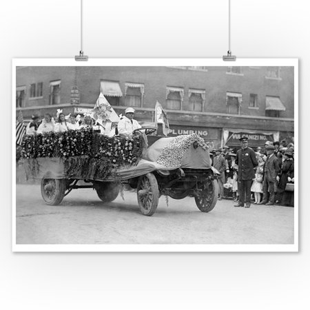 Portland, OR Rose Festival Parade Floats Photograph (9x12 Art Print, Wall Decor Travel Poster)