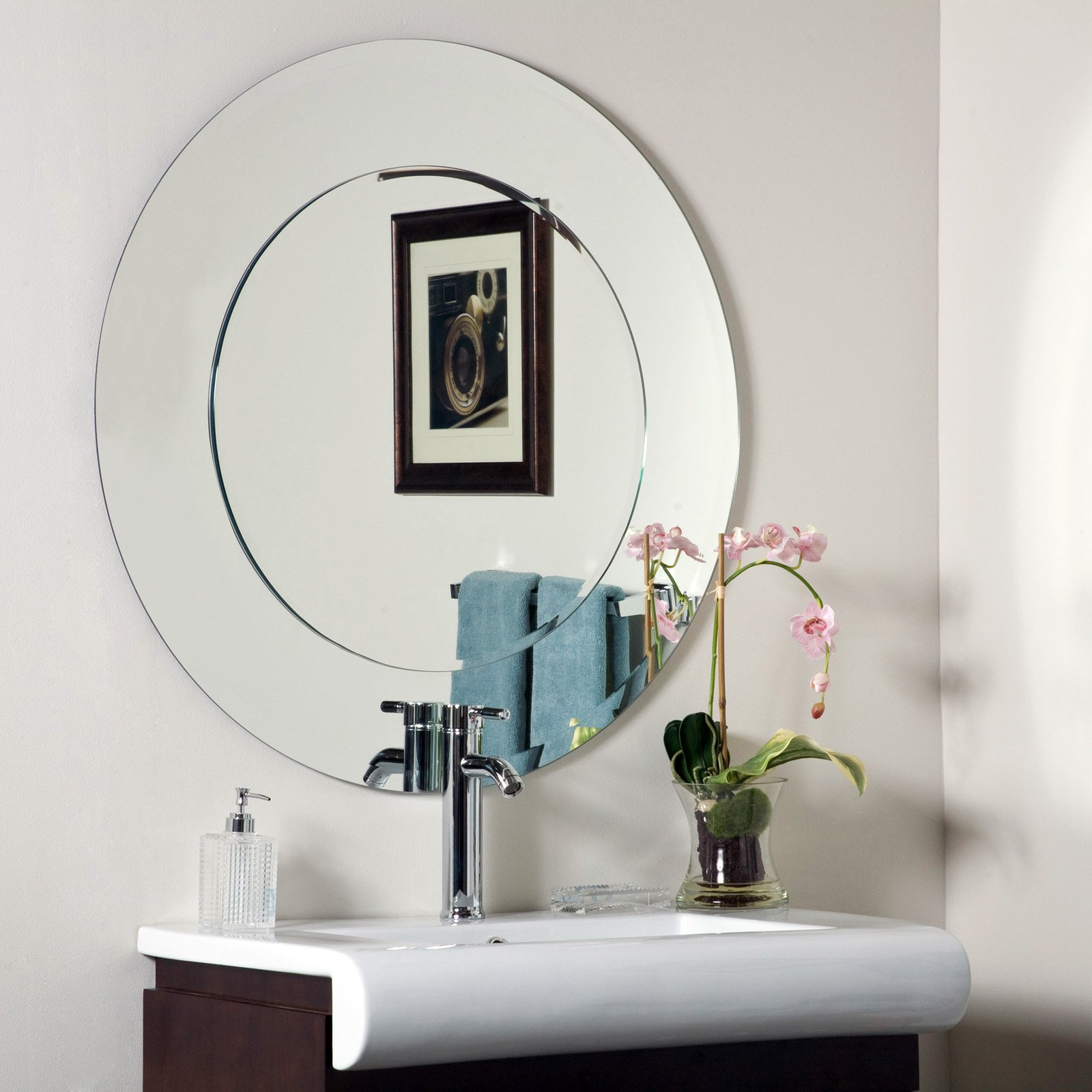 Décor Wonderland Oriana Modern Frameless Bathroom Mirror 35 diam. in. by Decor Wonderland