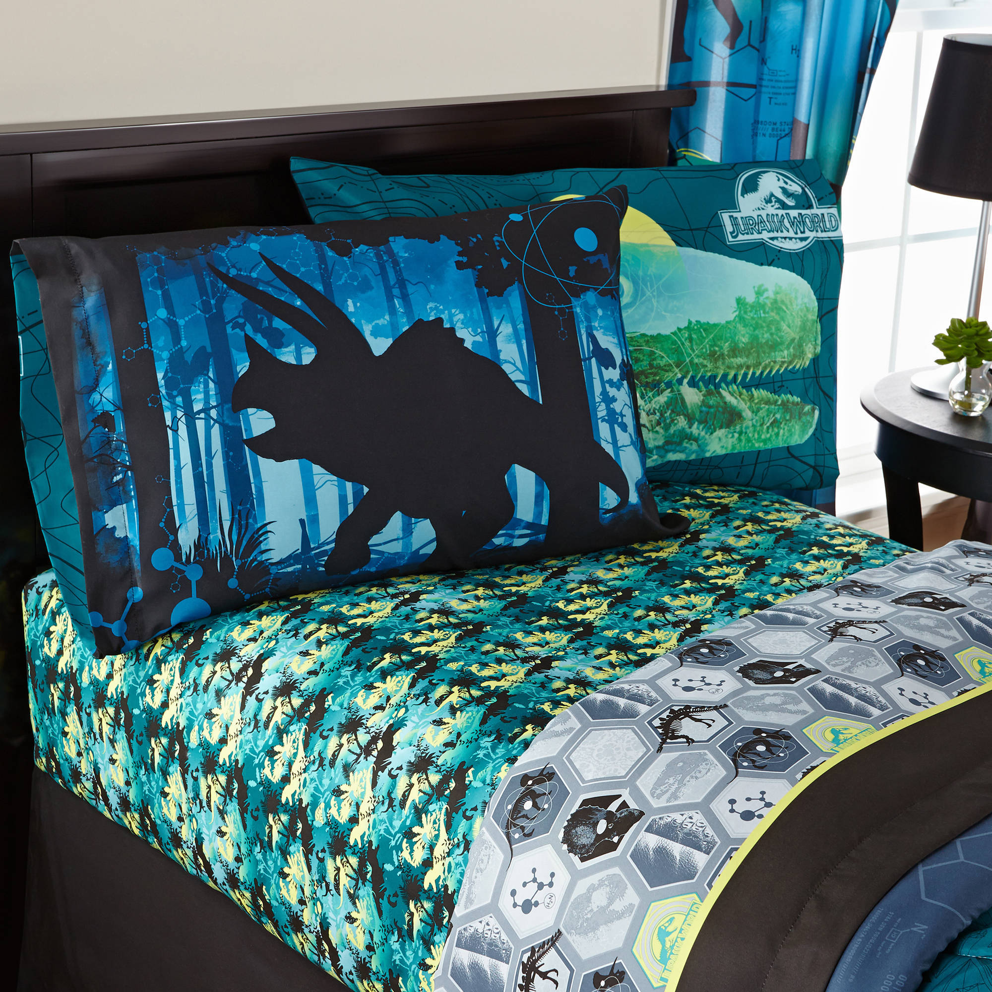 "Universal's Jurassic World ""Biggest Growl"" Bedding Sheet Set"