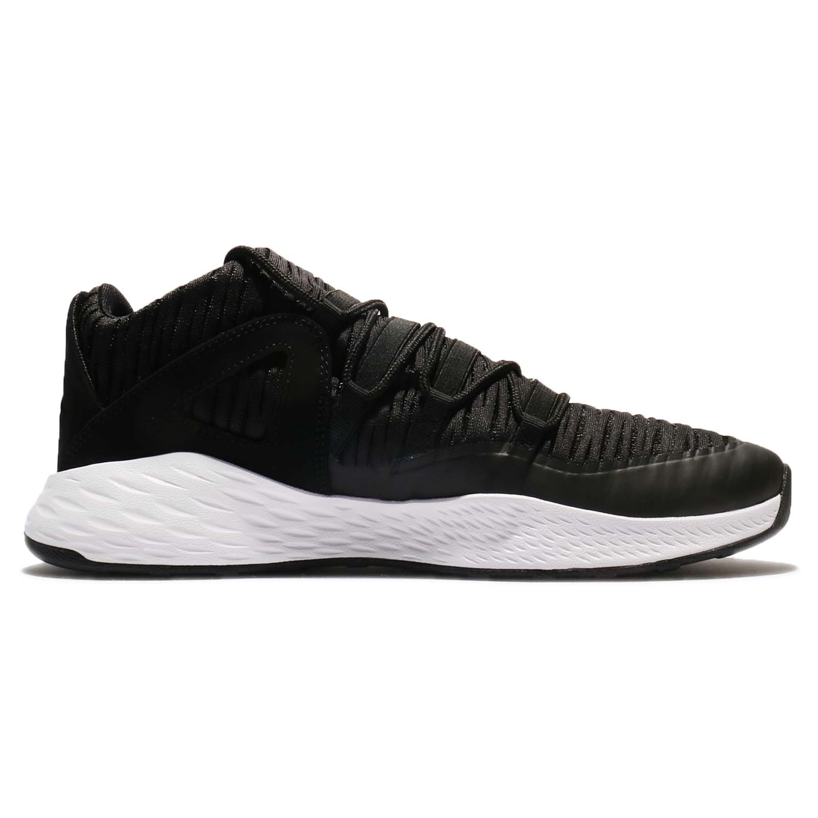 Nike 919724-011 : Jordan Men's Formula 23 Low Sneaker Black/White (9.5 D(M) US)