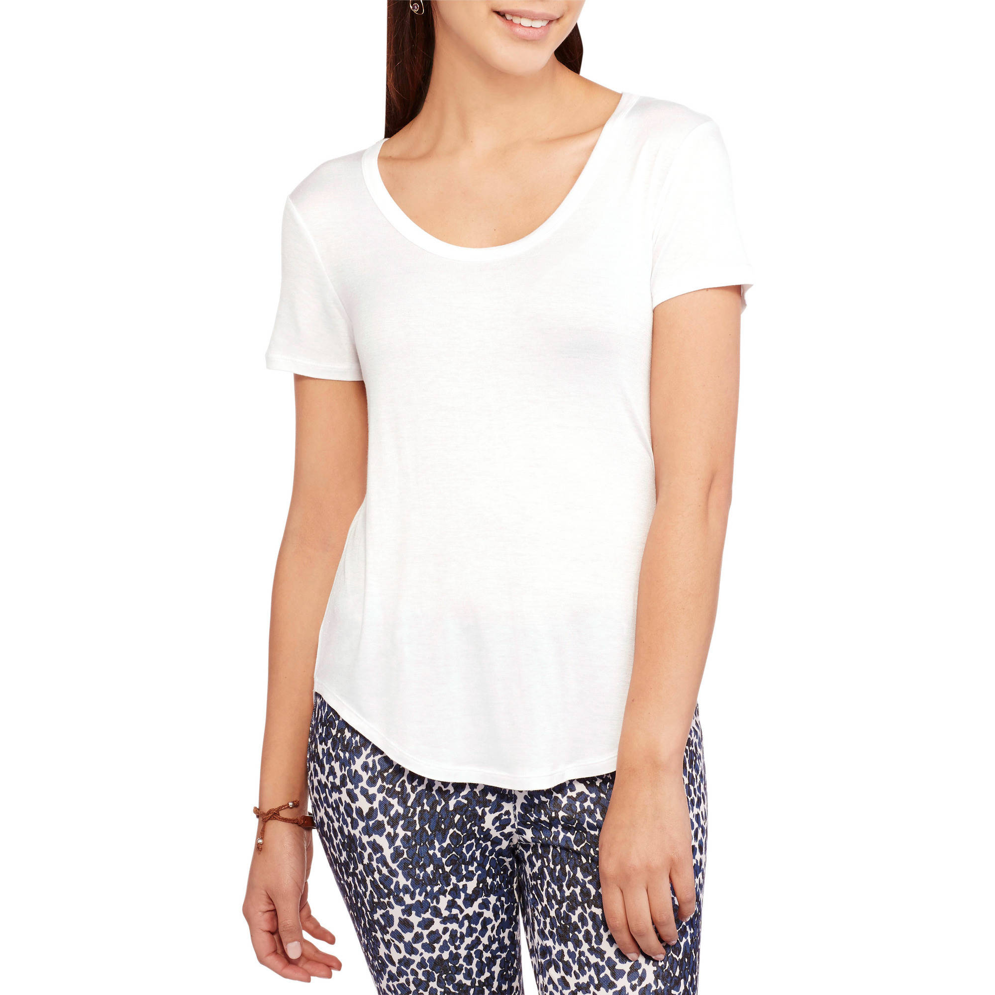 No Boundaries Juniors' Essential U-Neck Tee