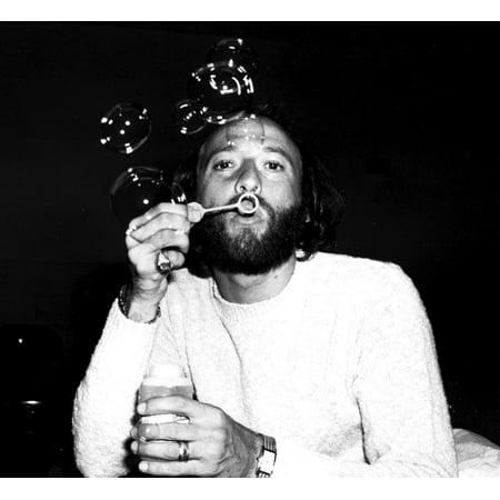 Maurice Gibb blow bubbles Photo Print ()
