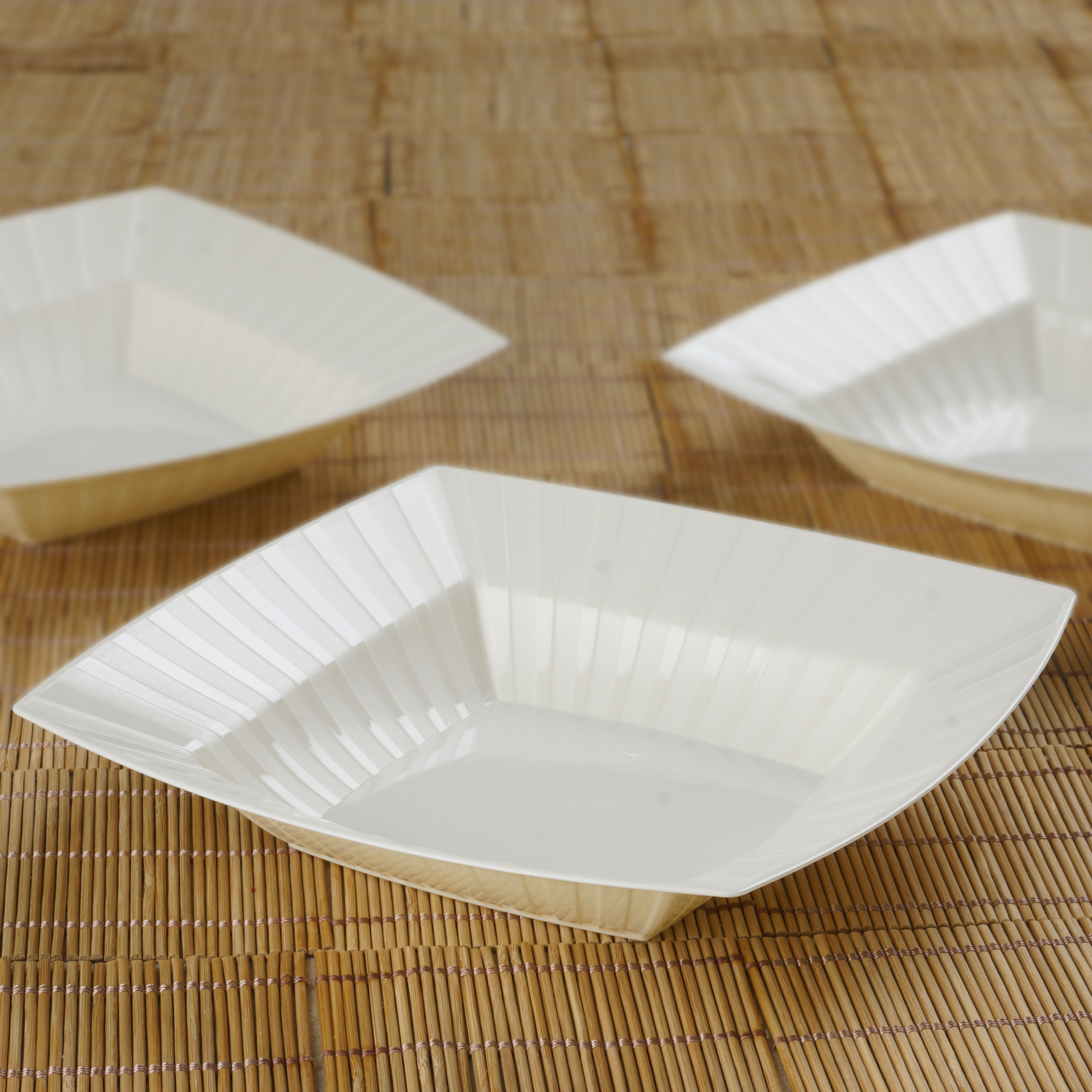 BalsaCircle 10 pcs 32 oz Square Striped Plastic Bowls -  Party Tableware