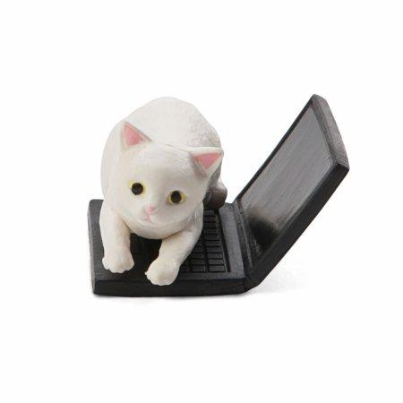 Bothering Snow White Cat Mini Figure - image 1 of 1