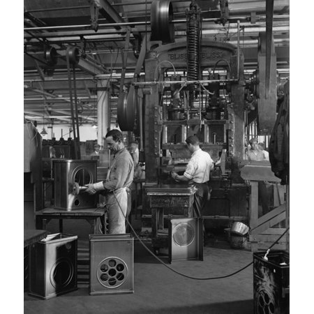 Workers Assembling Radios At The Atwater Kent Factory In North Philadelphia History ()