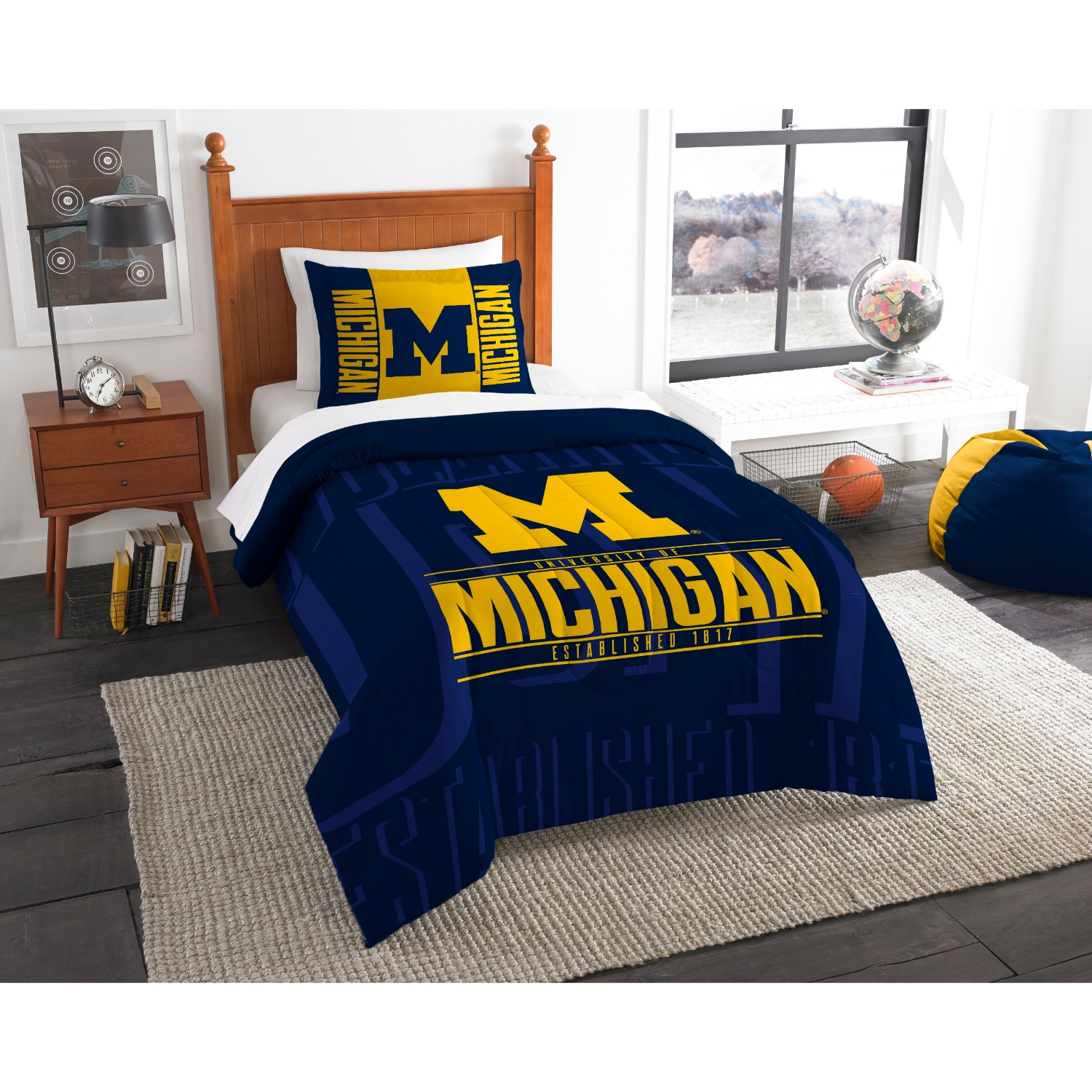 "NCAA Michigan Wolverines ""Modern Take"" Bedding Comforter Set"