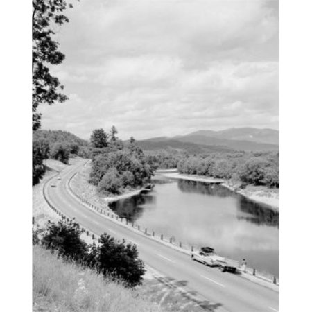 Posterazzi SAL255424045 USA New Hampshire White Mountains Car with Trailer & Boat Poster Print - 18 x 24 in. - image 1 de 1