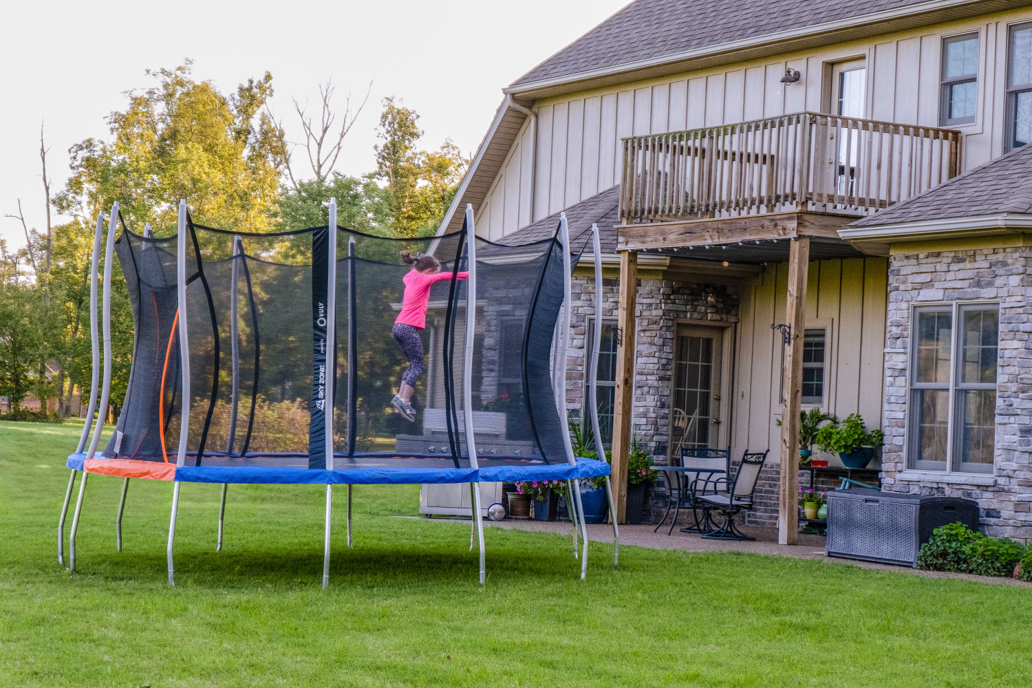 Trampoline with a safety net, ready to be bounced on!