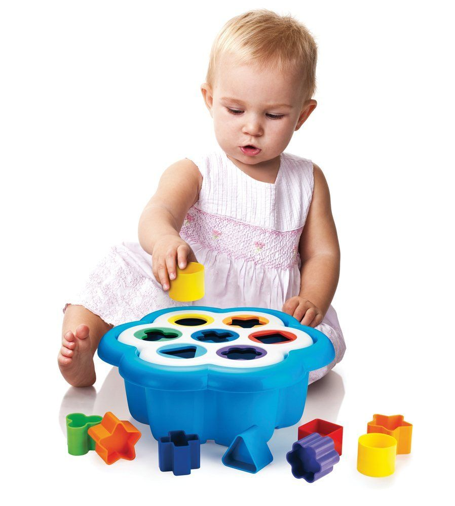 International Playthings Quercetti Daisy Shape Sorter - Classic 16 Piece Shape and Color Sorting Toy (Made in Italy)