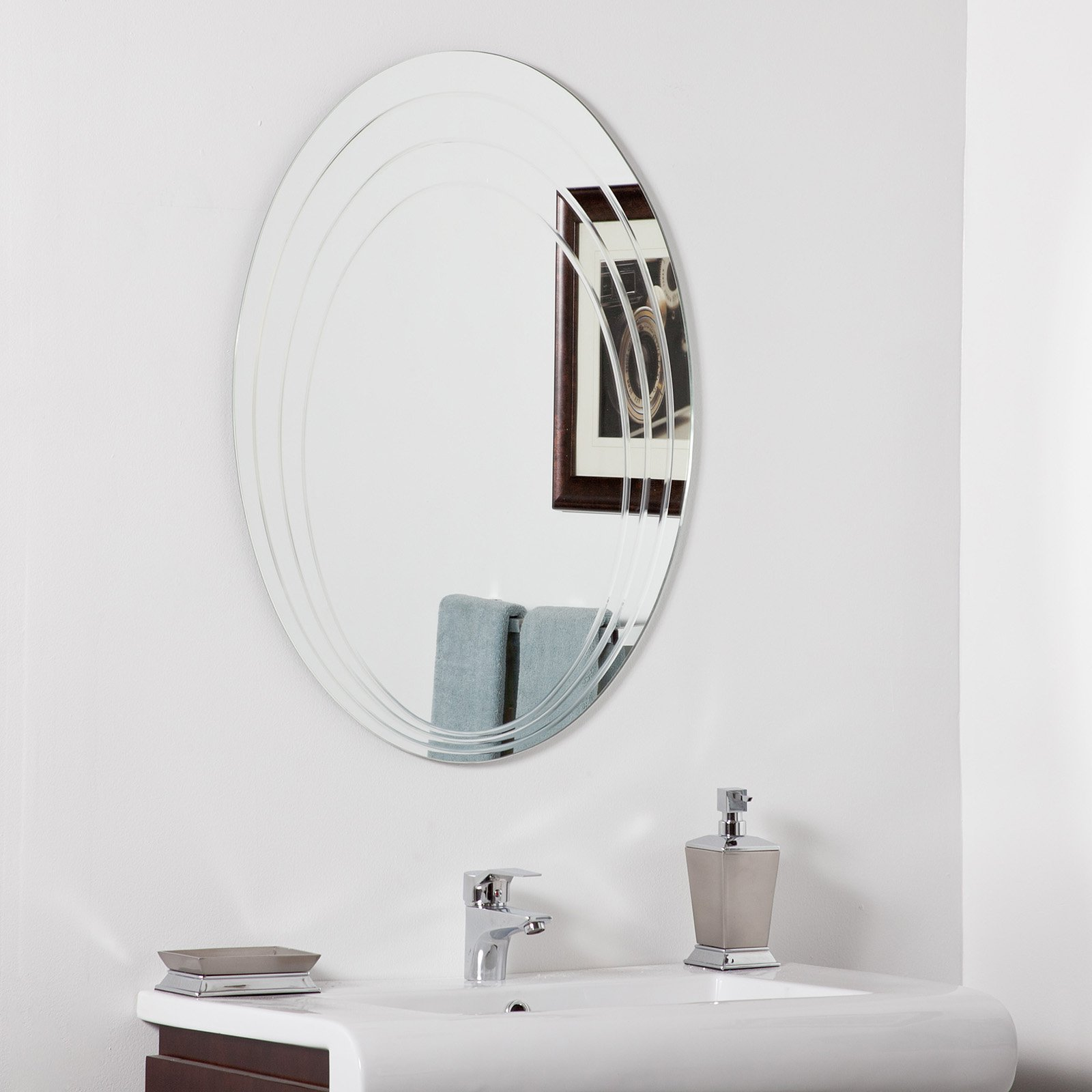 Décor Wonderland Hanna Modern Bathroom Mirror 23.6W x 31.5H in. by Decor Wonderland of US