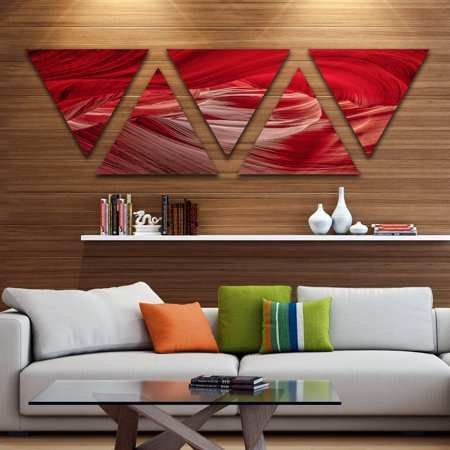 DESIGN ART Designart 'Red Shade in Antelope Canyon' Landscape Photography Canvas Print - Triangle 5 Panels - Red ()