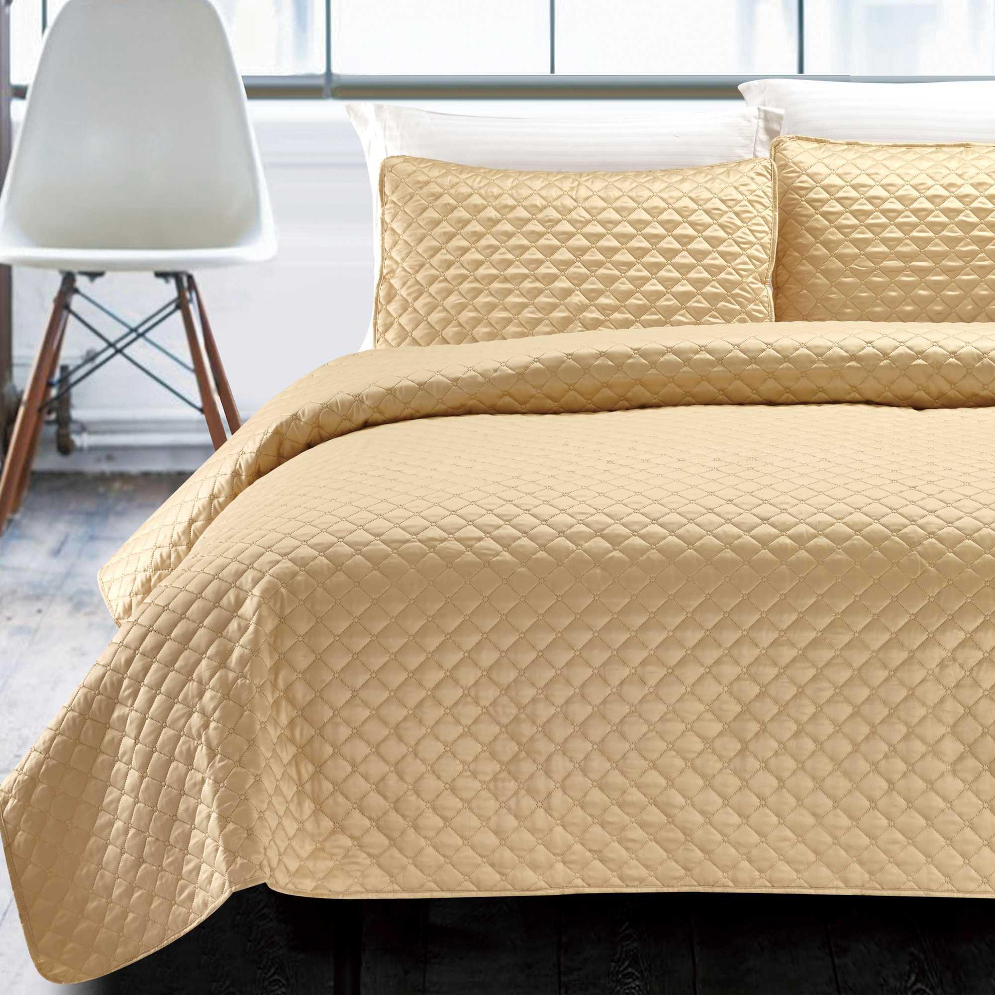 California Design Den Hotel Diamond Luxury White, King 3-Piece Coverlet Set